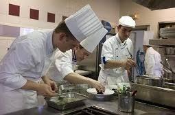restauration cuisine emploi l hôtellerie et la restauration peinent à attirer les