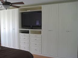 Built In Bookshelves Around Tv by Best 25 Bedroom Built Ins Ideas On Pinterest Bedroom Cabinets