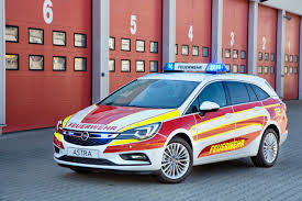 opel movano 2016 opel at rettmobil 2016 u201ccar of the year u201d for emergencies