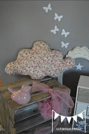 amenagement chambre fille coussin nuage grand modèle coton liberty fleuri cadeau