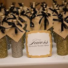 cheap wedding party favors 25 wedding favors your guests will bridalguide