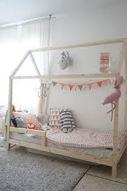 cabane enfant chambre réaliser un lit cabane pour les enfants scandinave chambre d