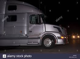 volvo big truck volvo truck at night stock photos u0026 volvo truck at night stock