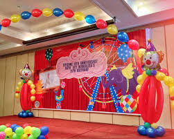 carnival themed party welcome arch balloons circus balloons