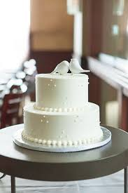 simple wedding cake decorations how to decorate a simple wedding cake 8828