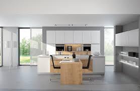 weiße küche mit holz weiße küchen im trend musterhaus küchen fachgeschäft