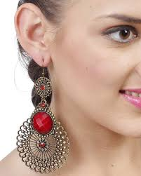 styles of earrings 10 different styles of fashion earrings every college student must