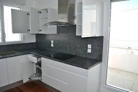 cuisine blanche et grise cuisine gris et blanc epatant ide carrelage 13 indogate idee deco