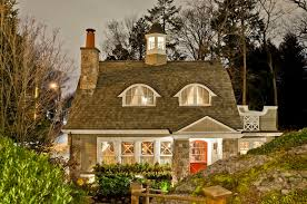 gambrel style happy hollow a gambrel style house guest cottage hooked on houses