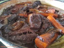cuisiner un jarret de boeuf tomates cerises et basilic jarret de boeuf braisé au vin