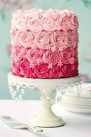 dekoration f r hochzeitstorten kleine hochzeitstorte in rosa deko für torten aequivalere