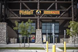 halloween spirit shop halloween store taking over former gander mountain building