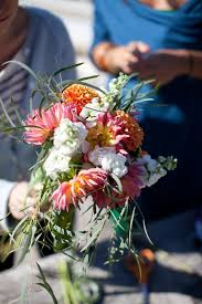 wedding bouquets cheap cheap wedding bouquets with grocery store flowers a practical