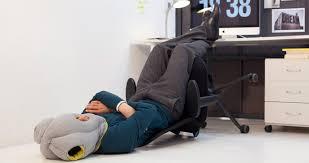 coussin de bureau ostrichpillow le coussin pour les siestes au bureau kollori com