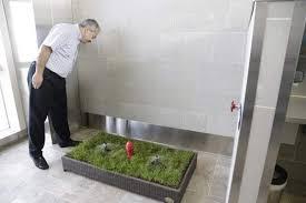 bagno per cani toilette per cani dentro i bagni dell aeroporto di detroit greenme