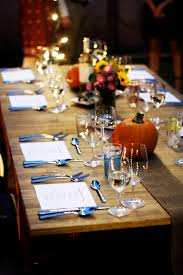 planning the thanksgiving dinner set the table