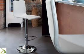sgabelli regolabili in altezza sgabello moderno regolabile in altezza juan arredo design