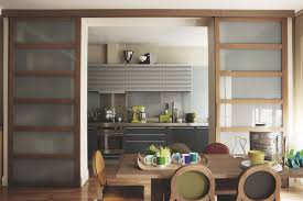 separation en verre cuisine salon cuisine moderne ouverte sur galerie et separation en verre cuisine