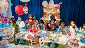 how to throw an alice in wonderland party
