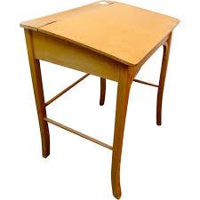 pupitre de bureau pupitre bureau vintage pour enfants de baumann 1950 design market