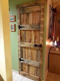 some different ideas with used pallets pallet door shipping