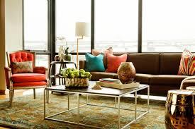 deco canape marron aménagement salon avec canapé marron pour y inviter le raffinement