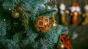 are real or artificial christmas trees more environment friendly