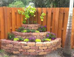 Backyard Fences Ideas by Best 10 Fence Landscaping Ideas On Pinterest Privacy Fence