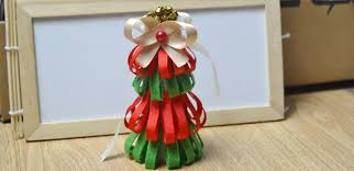 tutorial on making a red and green christmas tree out of ribbon