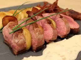 cuisiner magret de canard a la poele magret de canard sauce au cidre et duo de pommes poêlées et chipsées