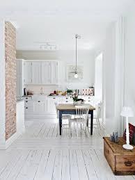 cuisine sol blanc brico vue sol bois peint blanc cuisine briques cuisine en