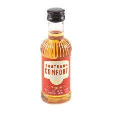Southern Comfort Whiskey Or Bourbon Southern Comfort Miniature Liqueur 5 Cl Amazon Co Uk Grocery
