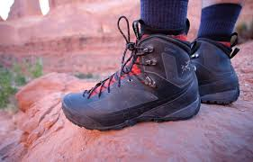 hiking boots s canada reviews review arc teryx bora2 mid gtx switchback travel