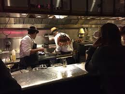 restaurant la cuisine la cuisine ouverte derrière le bar picture of the palomar