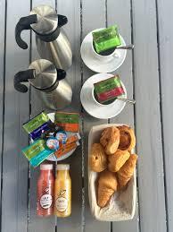 petit d駛euner au bureau updeli un petit déjeuner gastronomique livré à domicile ou au