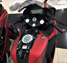 cbr 150r red colour price 2017 yamaha r15 v3 price launch specifications mileage top speed