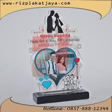 wedding gift surabaya plakat akrilik 38 spesialis cinderamata plakat vandel trophy