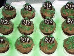 Halloween Graveyard Cake Ideas by Graveyard Cupcakes Cakecentral Com