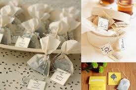 cadeau de mariage personnalis autour du thé cadeaux des invités dans les baskets de la mariée