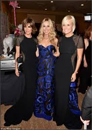 yolanda clothing off housewives yolanda foster and lisa rinna wear the same black gown to the