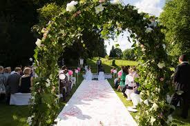location arche mariage bonnes adresses décorez votre cérémonie exterieure de mariage