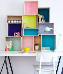 bureau enfant gain de place bureau pour enfant avec boites rangement en mural