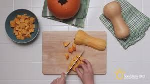 cuisiner de la courge préparer la courge vidéo et technique culinaire fondation olo