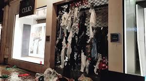 siege celio des vêtements en lambeaux dans la poubelle celio de rouen
