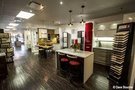 salle de montre cuisine armoires de cuisine et aménagement sur mesure avec un designer à