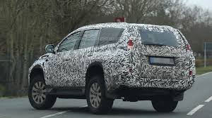 mitsubishi pajero old model 2016 mitsubishi pajero sport spied with heavy camo