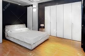 chambre avec placard cuisine intã rieur de la chambre ã coucher avec placard big white