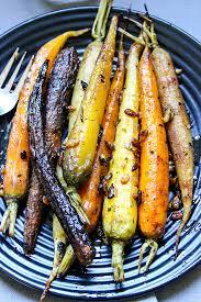 cuisiner les carottes carottes fanes multicolores rôties à l huile d olive miel coriandre