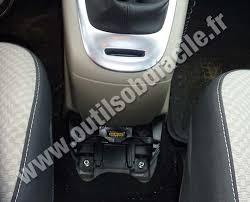 obd2 connector location in renault scenic 3 2009 outils