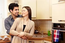 amour dans la cuisine couples dans l amour dans la cuisine image stock image du visage